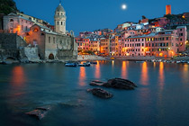 Moon over Vernazza